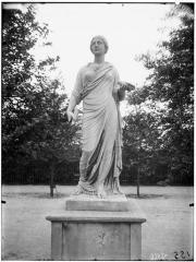 Palais du Louvre et jardin des Tuileries - Statue d'Uranie du Capitole