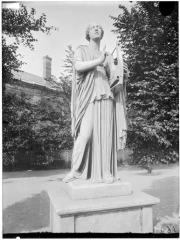 Palais du Louvre et jardin des Tuileries - Statue de Terpsichore, Erato