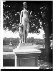 Palais du Louvre et jardin des Tuileries - Statue de Diane chasseresse
