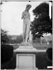 Palais du Louvre et jardin des Tuileries - Statue de Nymphe