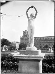 Palais du Louvre et jardin des Tuileries - Statue du Réveil