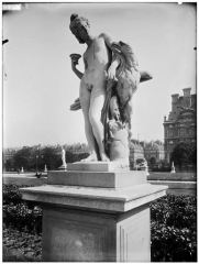 Palais du Louvre et jardin des Tuileries - Statue de Ganymède