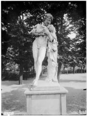 Palais du Louvre et jardin des Tuileries - Statue de la Faune à l'enfant, Silène et Bacchus