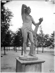 Palais du Louvre et jardin des Tuileries - Statue de Bacchus