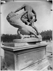 Palais du Louvre et jardin des Tuileries - Statue d'Alexandre le grand vainqueur du lion de Bazaria
