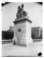 Palais du Louvre et jardin des Tuileries - Statue de la France victorieuse