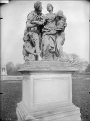 Palais du Louvre et jardin des Tuileries - Statue d'Arria et Poetus, la mort de Lucrèce