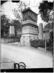 Cimetière de l'Est dit cimetière du Père Lachaise - Chemin de Camille Jordan, 39e division : tombeau de l'amiral Decres