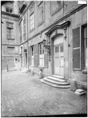 Ancien hôtel dit Hôtel Le Charron ou de Vitry - Vue de la cour