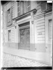 Immeuble - Façade sur rue, portail