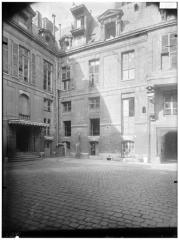 Hôtel de Lauzun ou Hôtel de Pimodan - Vue de la cour