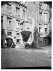 Ancien hôtel dit Hôtel Le Charron ou de Vitry - Vue sur cour