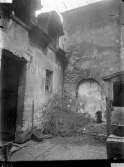 Immeuble (hôtel de Comans d'Astry) - Vue de la cour