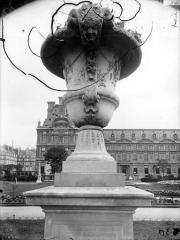 Palais du Louvre et jardin des Tuileries - Vase du parterre du Carrousel
