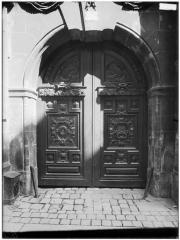Hôtel de Chalons-Luxembourg - Vantail du portail
