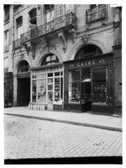Hôtel du Président Hénault (ou Hainault) de Cantorbe - Façade sur rue, vue de la devanture