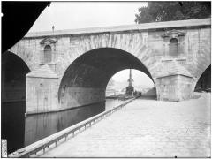 Pont Marie - Vue des arches et du quai