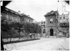 Hôpital de la Salpêtrière - Vue sur cour