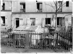 Eaux de Belleville : Regard Lecouteux - Vue de la cour