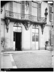 Maison dite aussi Hôtel d'Ecquevilly ou du Grand Veneur - Vue sur cour