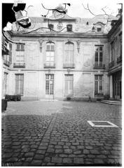 Maison dite aussi Hôtel d'Ecquevilly ou du Grand Veneur - Façade sur cour