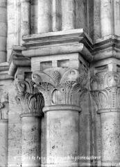 Cathédrale Notre-Dame - Chapiteaux de la galerie du choeur